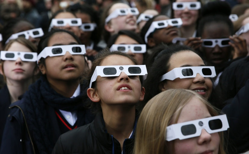 How to know if your solar eclipse glasses are real orfake